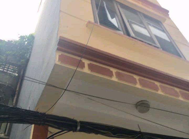 Cần bán gấp nhà Nguyễn Khang, Cầu Giấy, 35m2 xây 5 tầng ô tô đỗ cửa